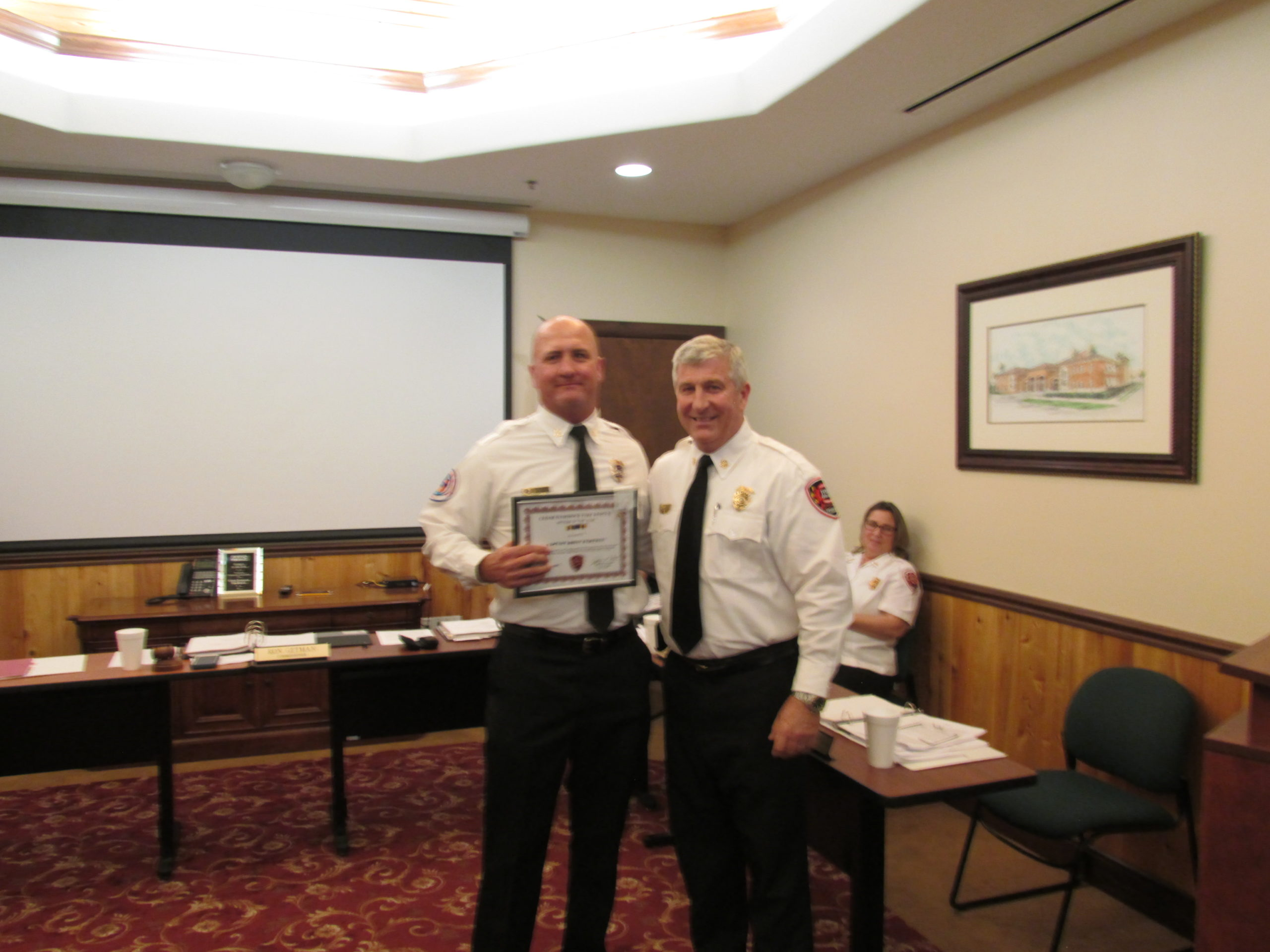 captain brian bartman receiving officer of the year award from chief hoyle